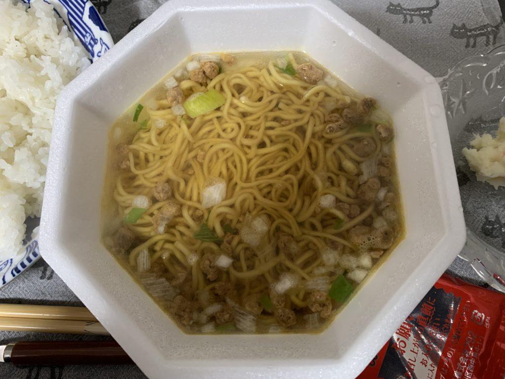 ラ王焦がし醤油 液体スープ入れる前 画像