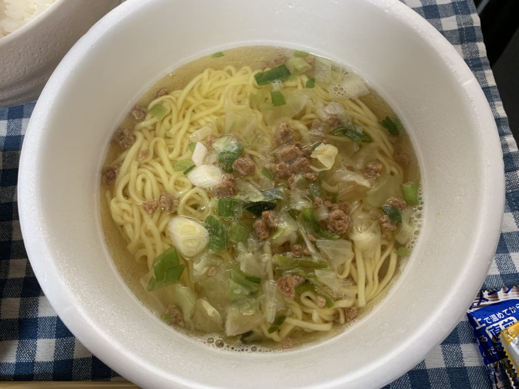 マルちゃん正麺 香味まろ味噌 かやく 液体スープ 入れる前